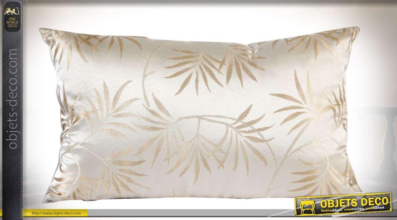 Coussin 50 x 30 en tissu satiné coloris blanc effet nacré à motifs de feuillages