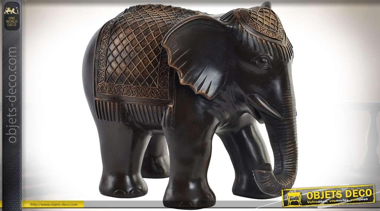 Statuette d'éléphant imitation bois sculpté finition noir ébène à reflets dorés 29,5 cm