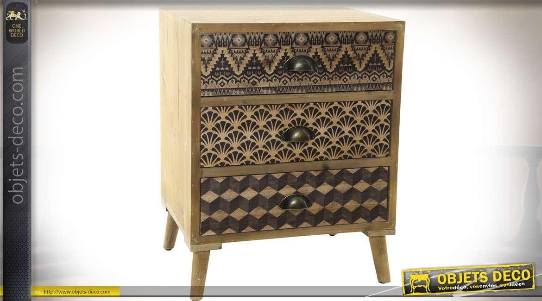 Table de chevet esprit scandinave avec 3 tiroirs à façades ornementées