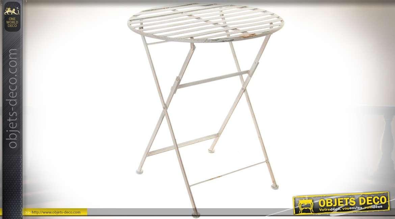 Petite table de jardin en métal patine blanche vieilli façon ...