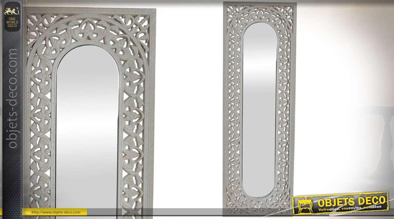 miroir vertical en bois sculpt et ajour style ethnique patine blanc vieilli 90 cm. Black Bedroom Furniture Sets. Home Design Ideas