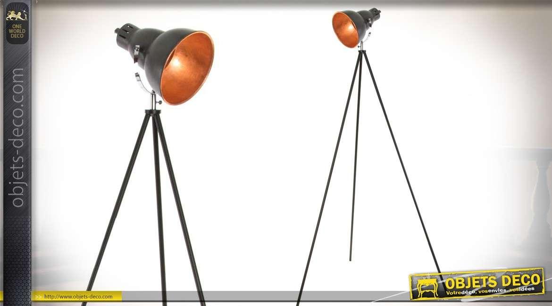 lampadaire de style industriel sur tr pied avec projecteur. Black Bedroom Furniture Sets. Home Design Ideas