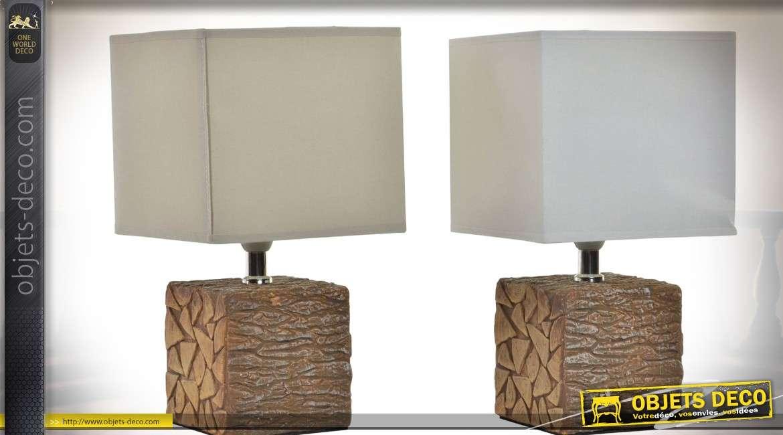 2 lampes de bureau pieds en résine imitation bois et abat-jour cubiques 28 cm