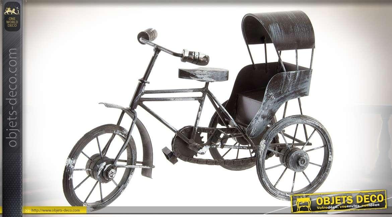 Miniature de tricycle pousse-pousse en métal vieilli et blanchi 33 cm