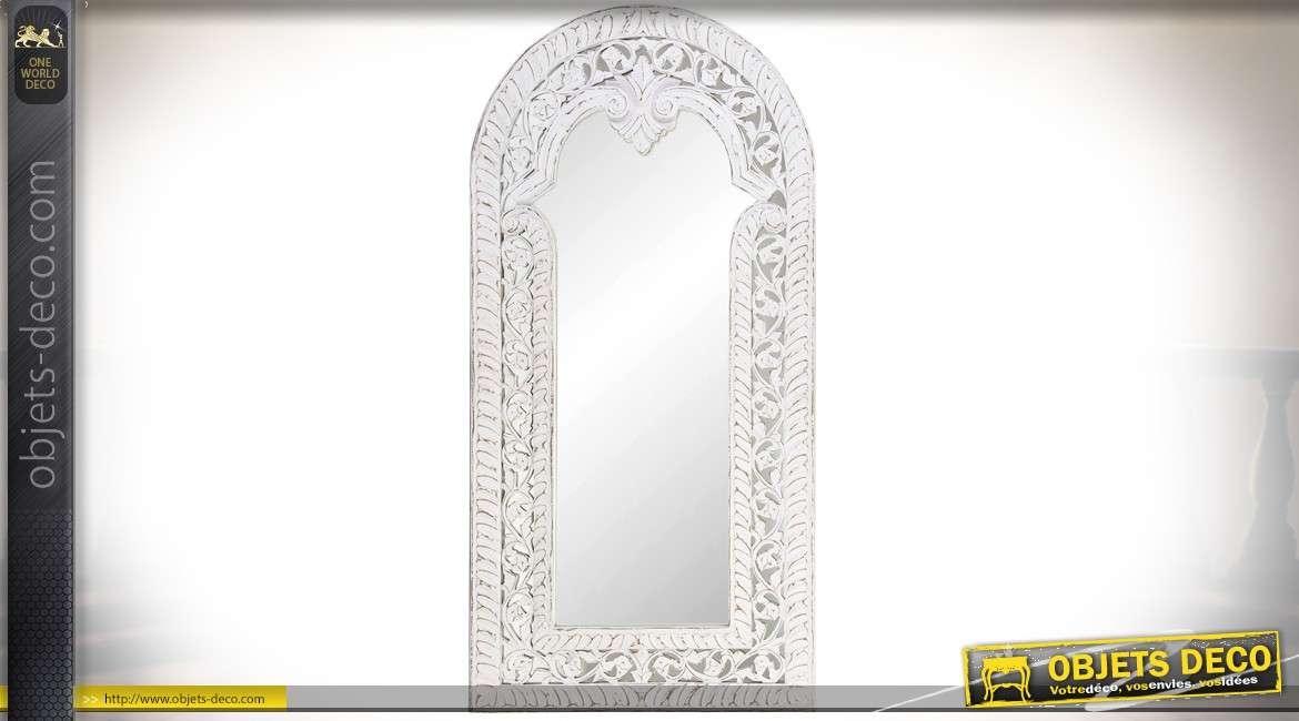 grand miroir mural en bois sculpt cadre en relief blanc. Black Bedroom Furniture Sets. Home Design Ideas