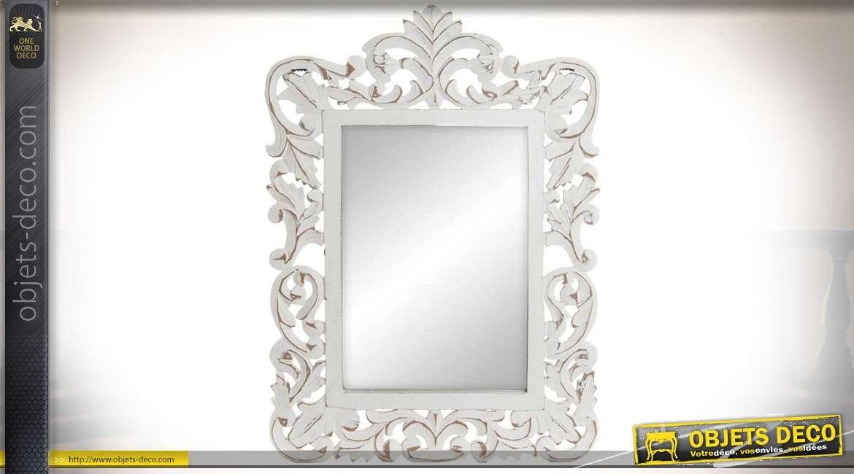 Miroir en bois sculpté de style baroque et romantique patine blanche vieillie 65 cm