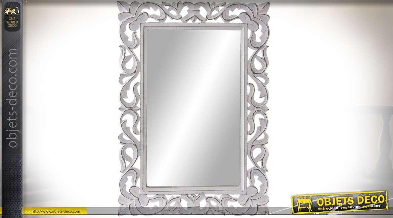 Miroir de style baroque en bois sculpté et ajouré blanc antique 57 x 40 cm