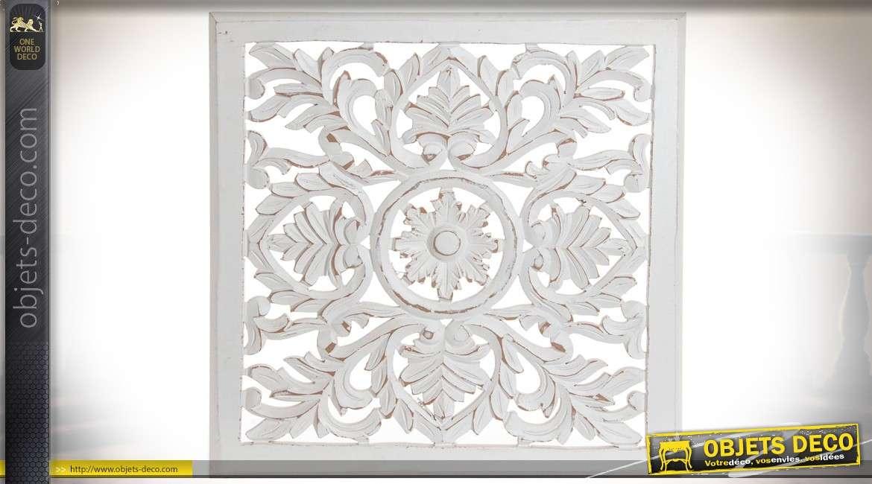 Panneau décoratif mural en bois sculpté à motifs végétaux finition blanc antique