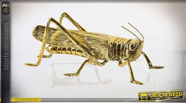 Objet déco / statuette finition métal doré en forme de grande sauterelle 27 cm