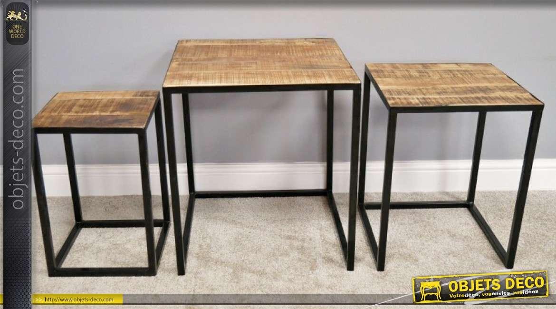 Serie de 3 tables gigones en métal noir et plateaux en bois de manguier