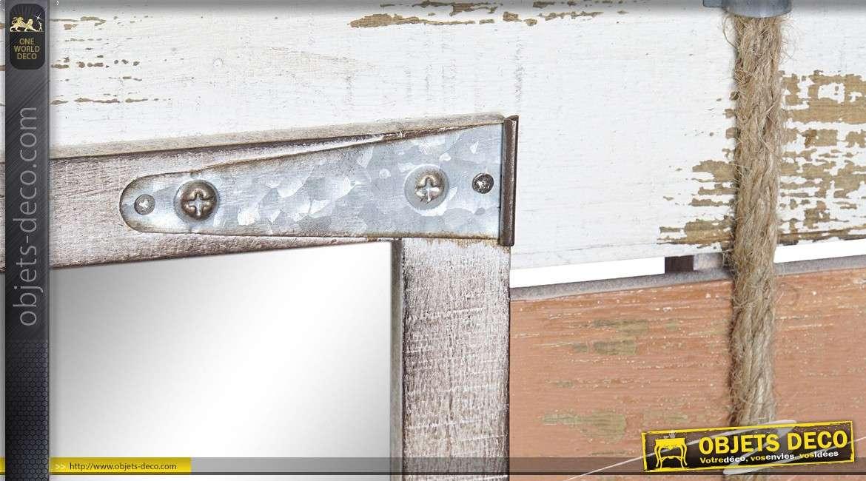 Miroir rectanguaire en bois, ferrures en métal, corde sur l'encadrement, esprit pêcheur