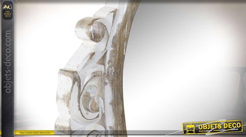 Miroir de coiffeuse mural, en bois de manguier taillé, finitions blanchies usées