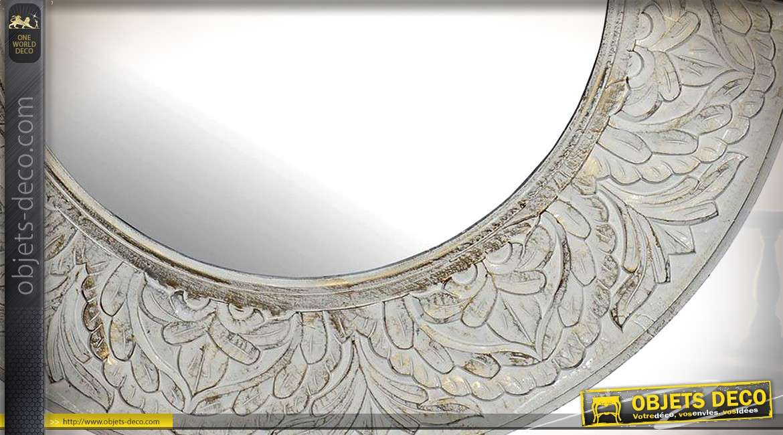 Grand miroir de déco, forme ronde, en bois sculpté, finition blanche dorée 122cm