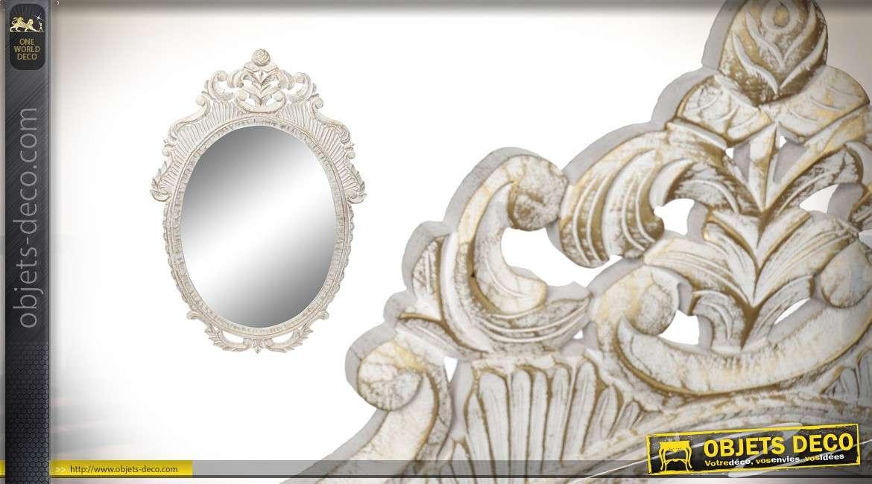 Grand miroir ovale de style baroque, en bois sculpté finition blanc ancien 120cm