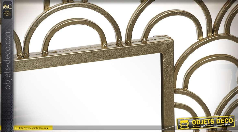 Grand miroir de déco en métal finition dorée brillante, esprit écailles, style moderne 106cm