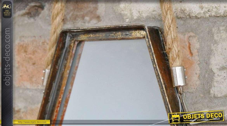 Miroir en métal à suspendre avec porte bougie central, finition vieux doré