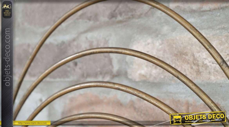 Miroir en métal finition doré de style moderne, modèle Saturne avec encadrement en anneau
