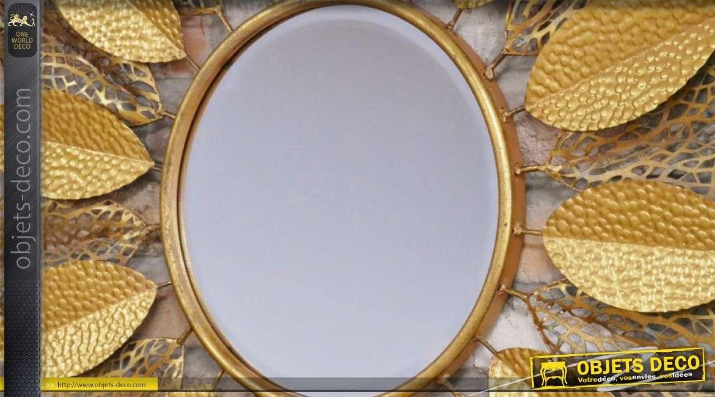 Miroir en métal de style soleil, encadrement en feuilles ajourées, 86cm de diamètre
