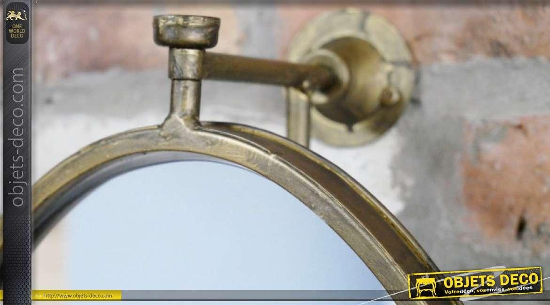 Grand miroir de forme ovale, mural, structure en métal et finition vieux doré 107cm