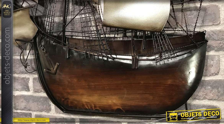 Grand voilier mural en métal, style ancienne embarcation, finitions brillantes, 94cm