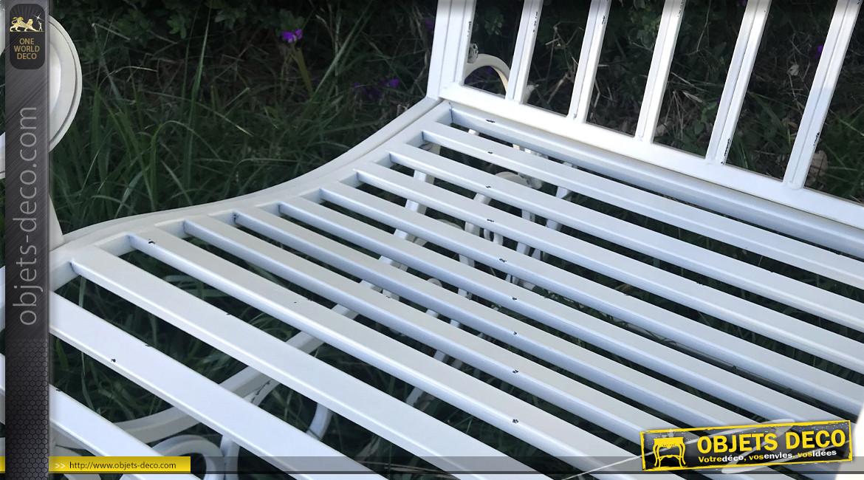 Rocking chair vintage en fer forgé, ambiance rétro romantique, finition blanc antique, modèle Arisa