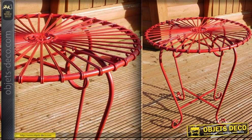 Table style Art Déco rouge en fer forgé