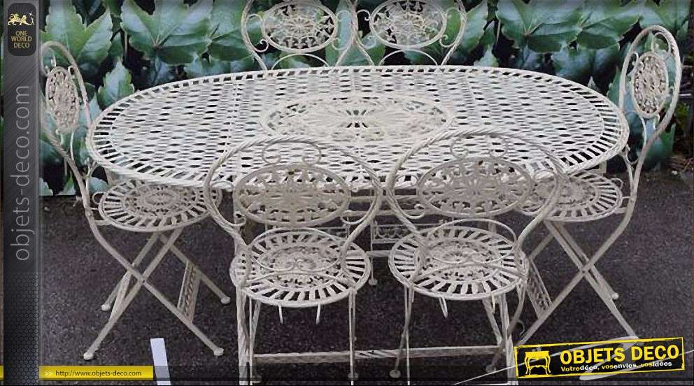 Grand salon de jardin oval avec six chaises