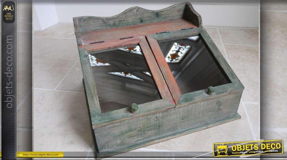 Petit cabinet de rangement vintage à battants vitrés