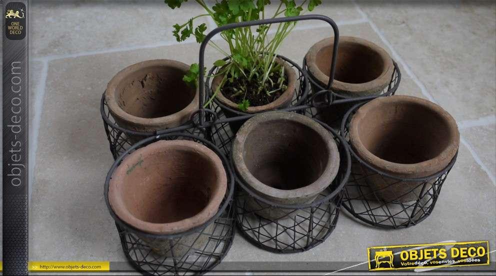paniers fer forg avec six pots de fleurs en terre cuite. Black Bedroom Furniture Sets. Home Design Ideas