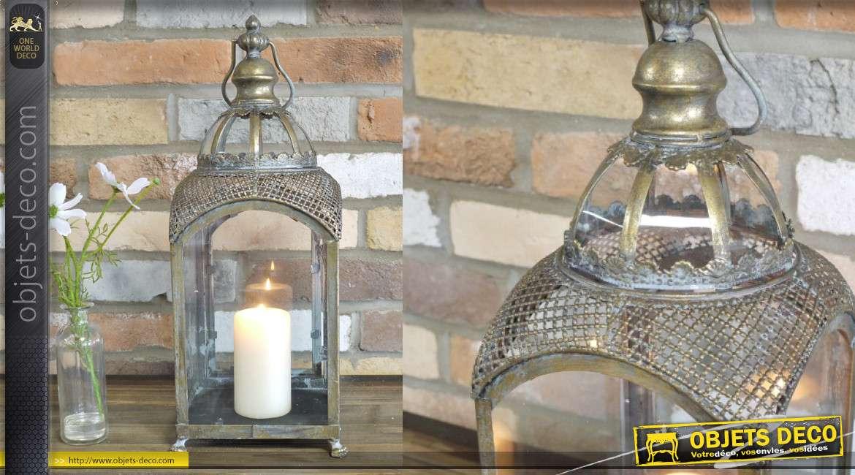 Lanterne en métal et verre, de style baroque finition doré ancien avec anneau de suspension