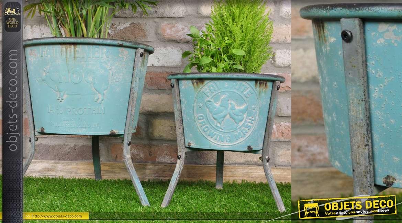 Série de deux portes plantes sur pieds, en métal finition turquoise vieilli et marques du temps
