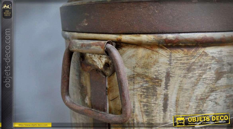 Siège de tracteur monté sur bidon de lait ancien avec repose-pieds 76 cm