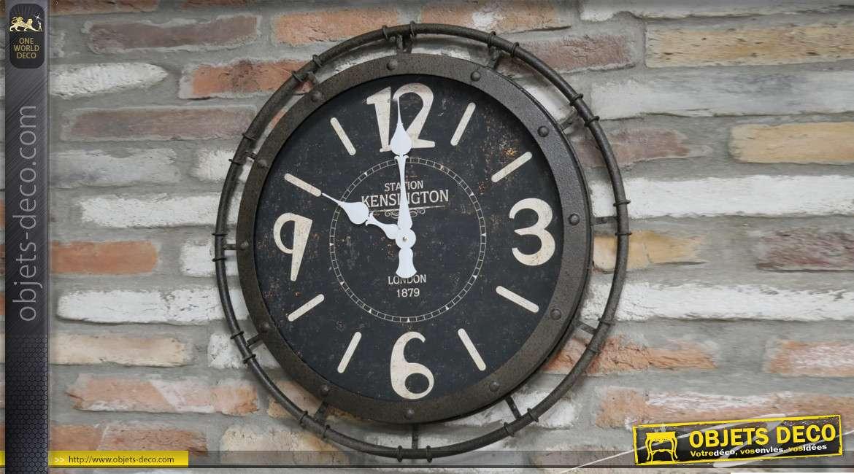 Horloge murale style atelier, encadrement en métal aspect vieille fonte oxydée 67cm