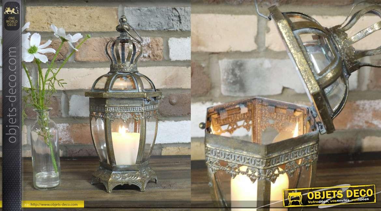 Lanterne en métal finition vieux doré, toutes vitres bombées, aspect de couronne, 34cm