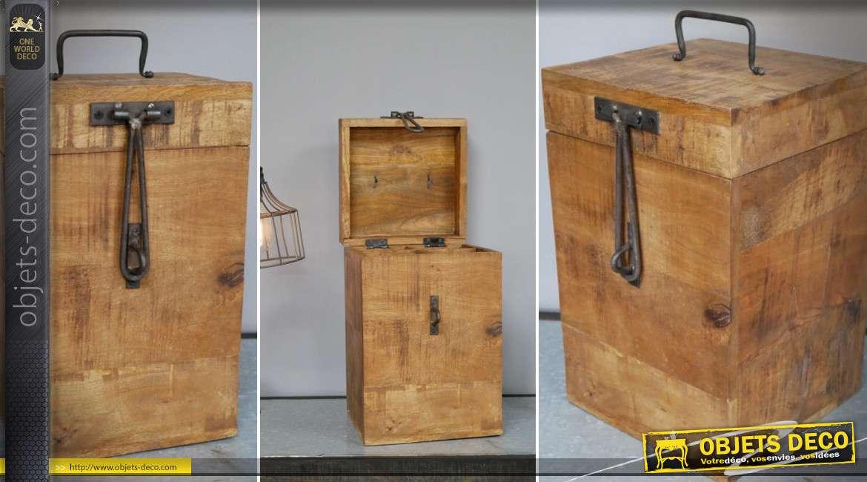 Coffret en bois massif et vieilli avec ferrures anciennes pour 4 bouteilles à vin