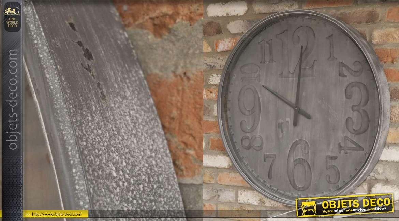 Grande horloge en métal, modèle mural monochrome gris mat effet brossé 80cm
