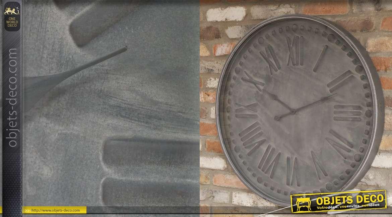 Grande horloge en métal, modèle gris imitation pierre, chiffres romains, 80cm