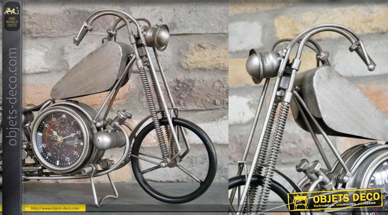Horloge à poser en forme de moto, fabriquée en métal avec cadran au centre, 48cm