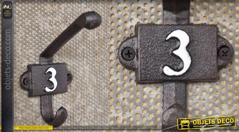 Patère murale en fonte, collection Numbers, modèle numero 3