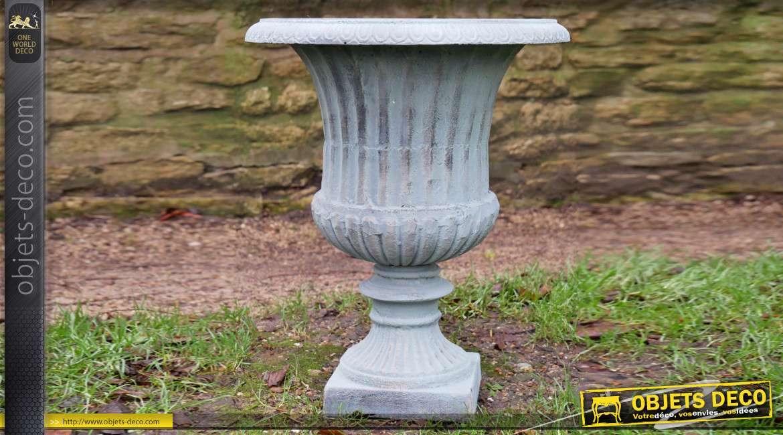Vase en fonte de style Médicis, finition bleu ancien et reflets cuivrés, 38cm de diamètre