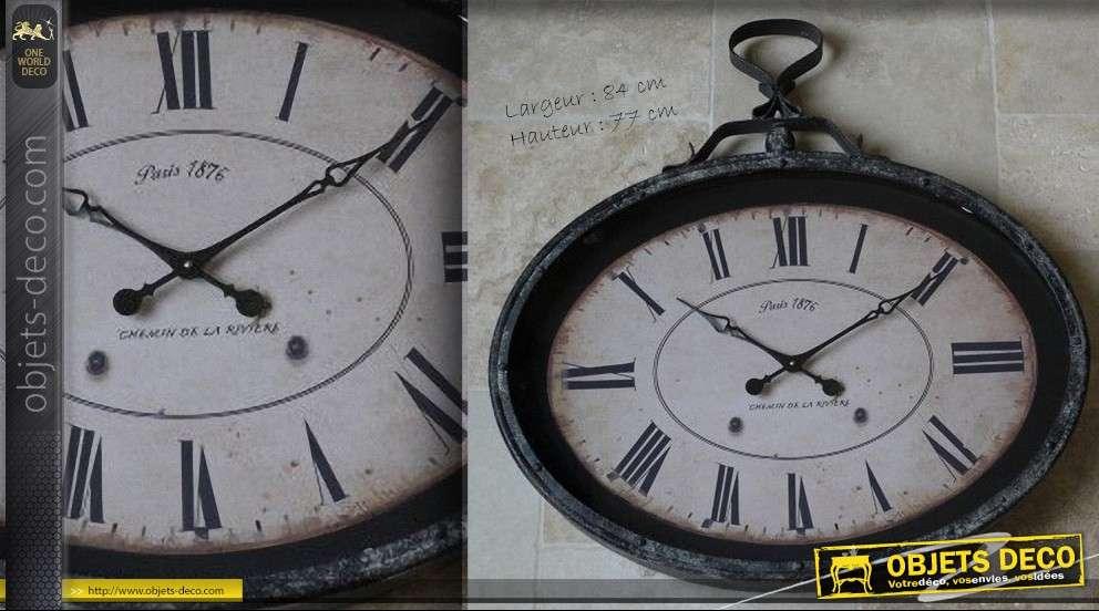 horloge vintage ovale de style brocante. Black Bedroom Furniture Sets. Home Design Ideas