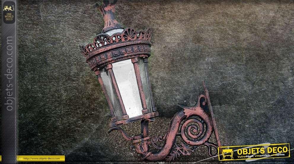 grande lanterne antique avec potence. Black Bedroom Furniture Sets. Home Design Ideas