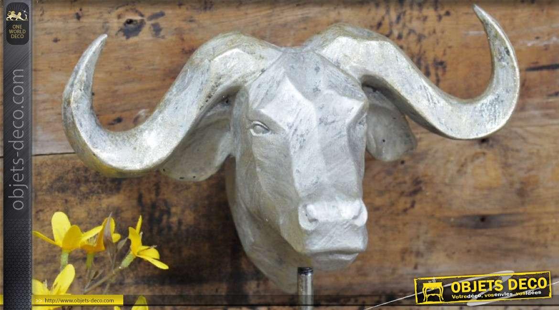 Trophée en résine monté sur socle en bois rustique, Le Buffle finition argent ancien, 46cm