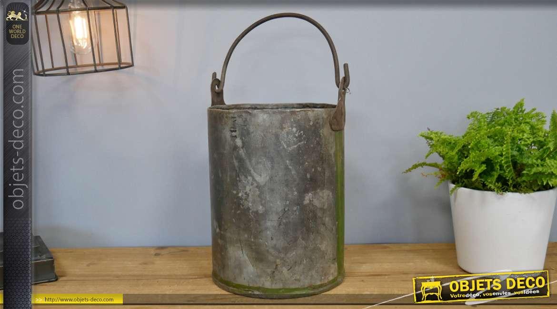 Sceau véritablement ancien, en métal effet plomb, oxydation et effet mousseux, 18cm de diamètre