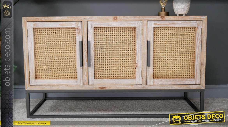Buffet trois portes en bois de sapin, rotin et métal, style vintage modernisé des années 1950