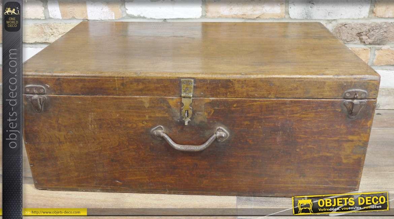 Coffre en bois massif rectangulaire, finition ancienne, ferrures style métal oxydé, 74cm