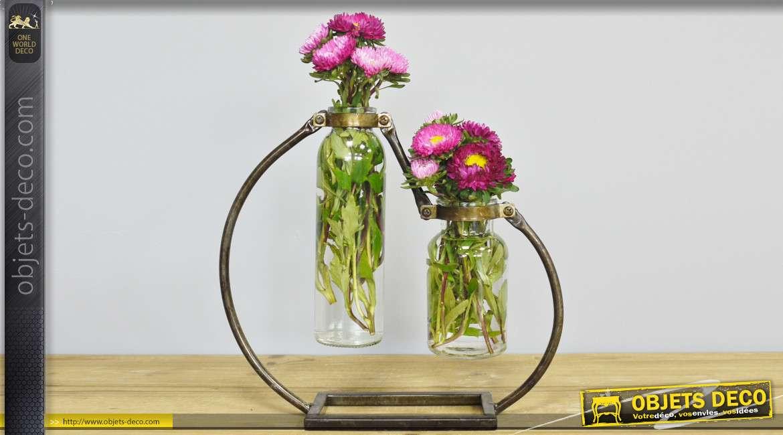 Double vase en verre et métal de style industriel, esprit bouteilles suspendues