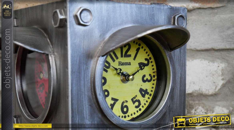 Grande horloge à poser en forme de feu tricolore, 3 cadrans colorés, 100% métal style industriel