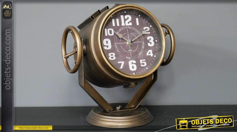 Horloge en métal style ancien projecteur de la marine, finition laiton brillant, 34cm