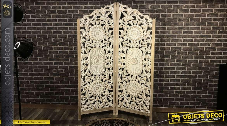Grand paravent en bois sculpté motifs mandala, finition blanc et reflets dorés cuivrés, 180cm